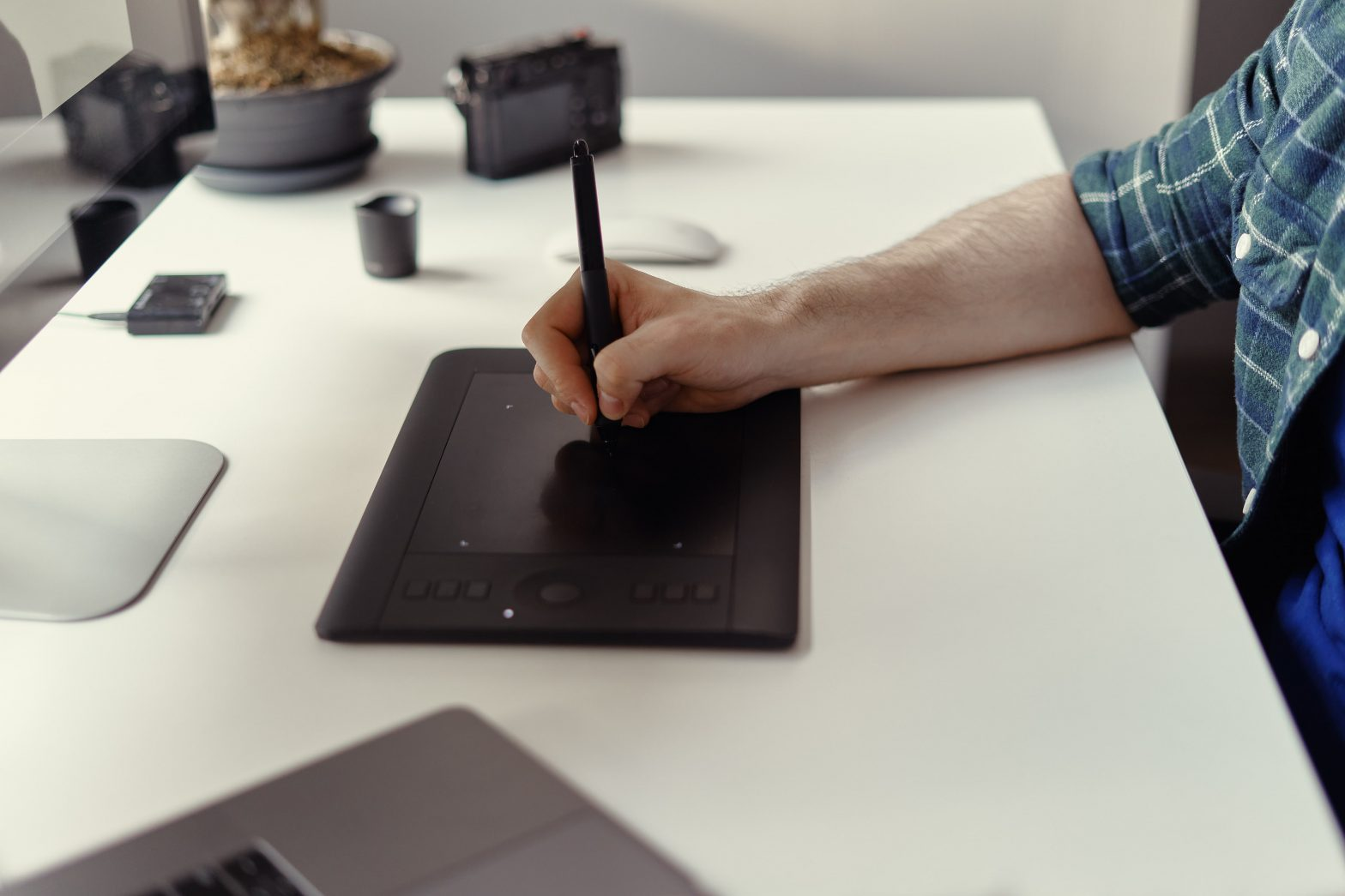 Freelance Motion Graphic vs Unlimited Video Design Service